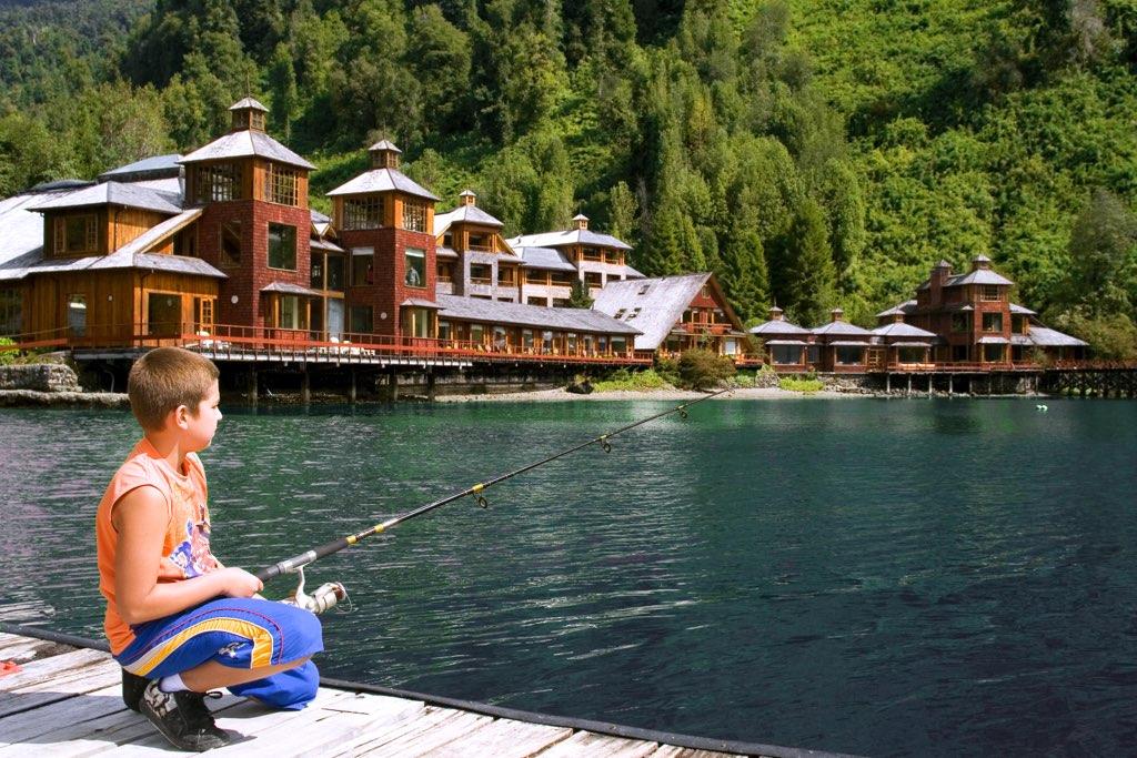 niño pescando puyuhuapi