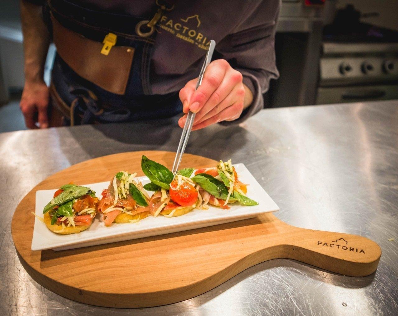 Restaurant montaje brusquetas